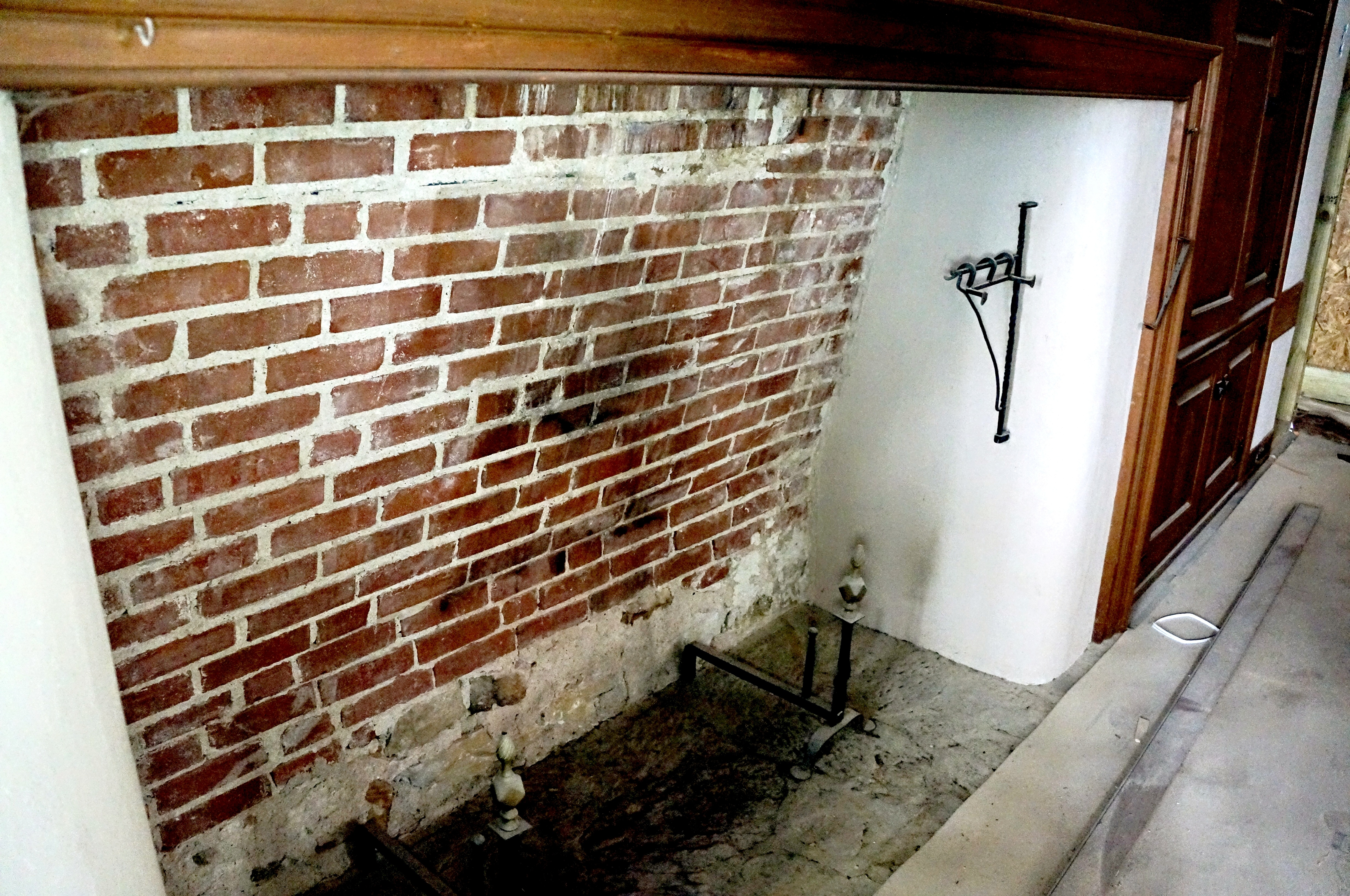fireplace-melding-old-new-remodel-addition-chester-county.jpg